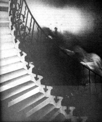 normal_a97817_rsz_ghost_on_stairs_lg_28129.jpg