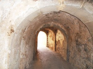 Tunnel and gate leading to town on Spinalonga<br />(© M.Perry 2011)